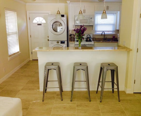 Fun Monthly Rental in Hip South Austin!