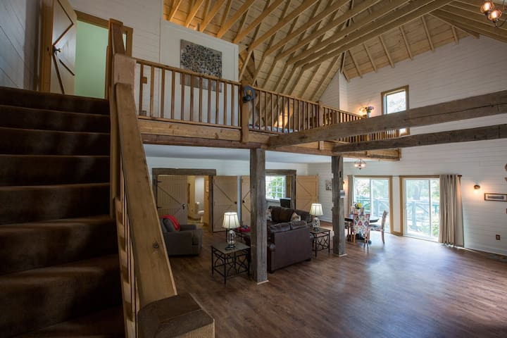 The Coach House Suite - Downtown Sturgeon Bay