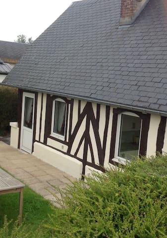 Chaumière avec jardin à 10 minutes de Deauville - Saint-Martin-aux-Chartrains - Dům