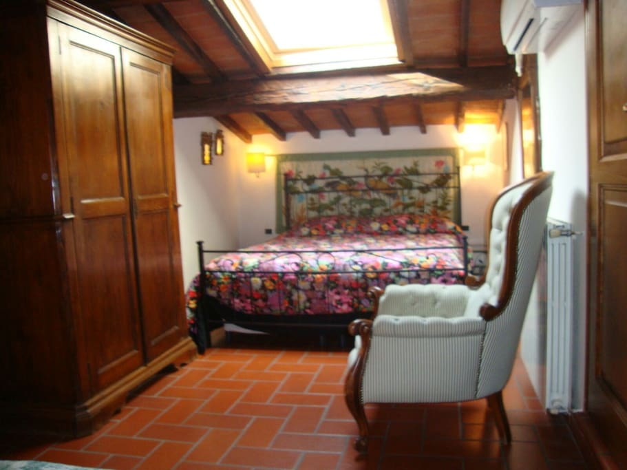 triple bedroom with velux