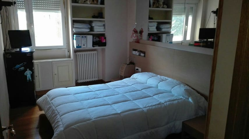 Double bed for rent in san fermin - Barañáin - Casa