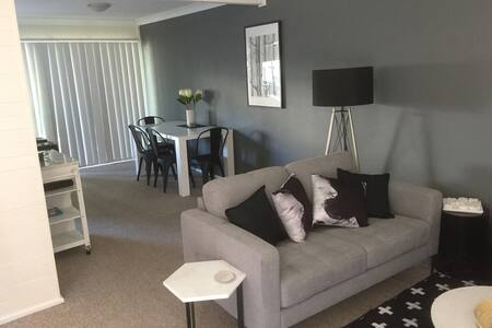 Neat and Clean 2 Bedroom Townhouse with WIFI (7)