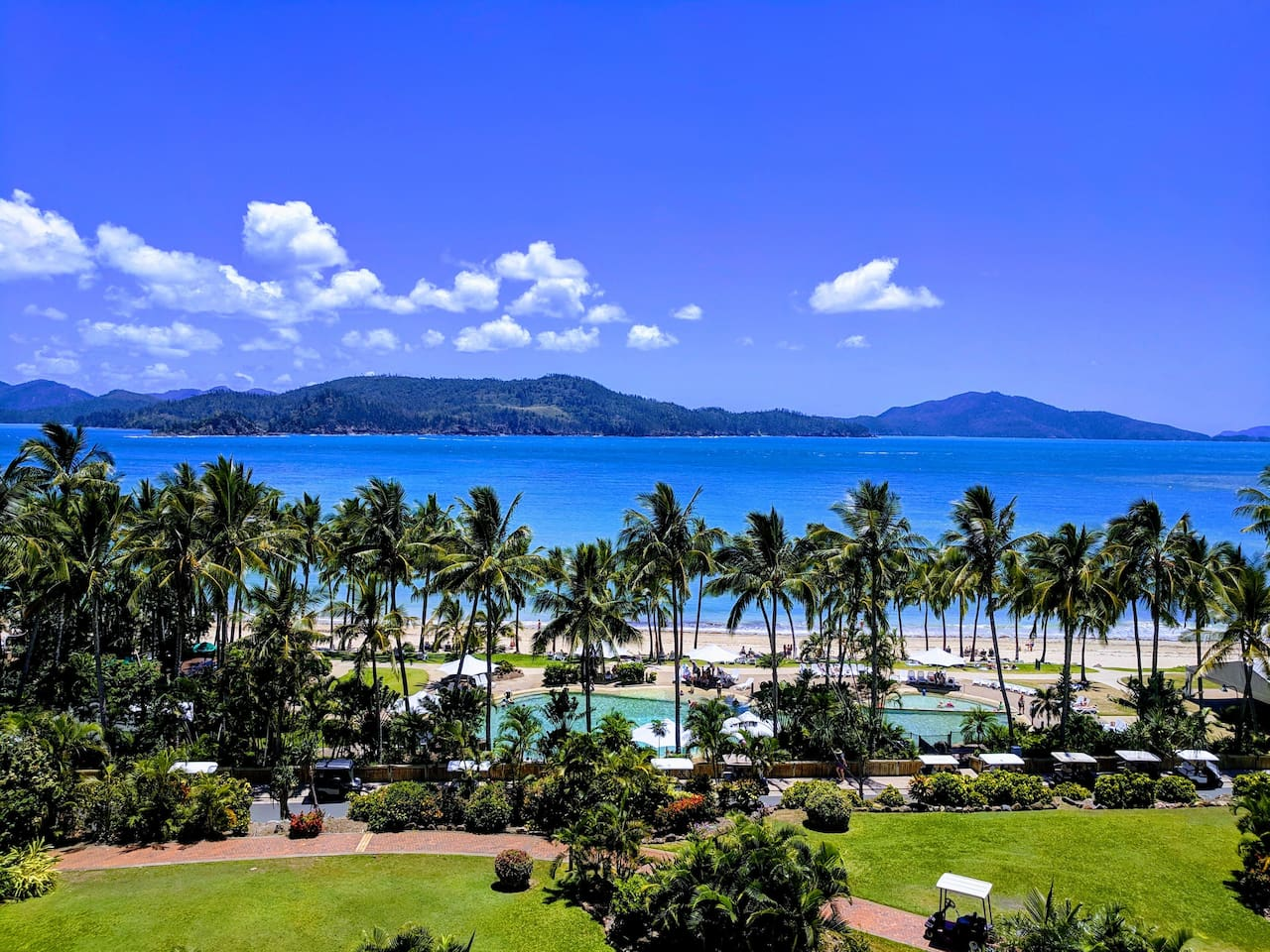 Enjoy ocean views of the beautiful Catseye Beach and Whitsunday Islands from the balcony. (View from the balcony of the apartment)