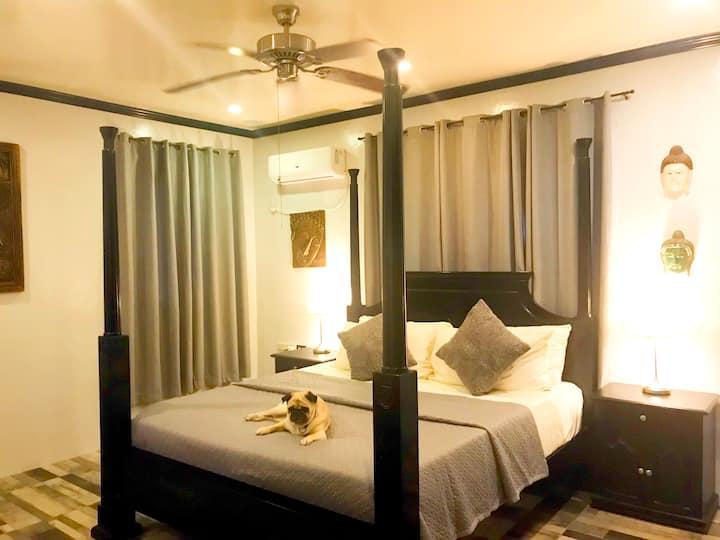 Spacious 3 Bedroom Pet Friendly Tropical Oasis