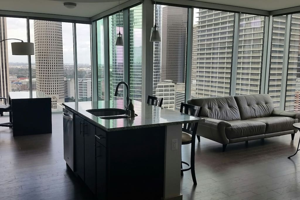 Top Floor 1 Bedroom Corner Penthouse With Views Apartments For Rent In Houston Texas United