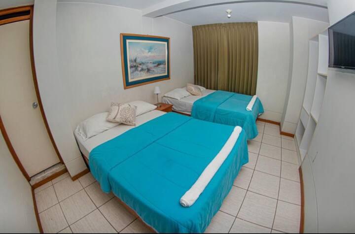 Doble camas dos plazas con vista a la ciudad