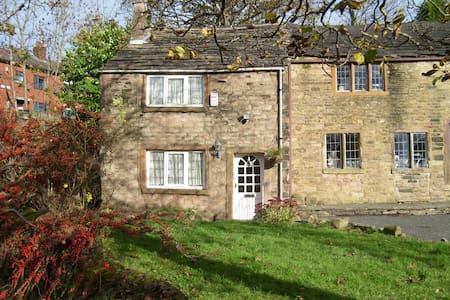 Hathershaw Hall Cottage - Oldham - House