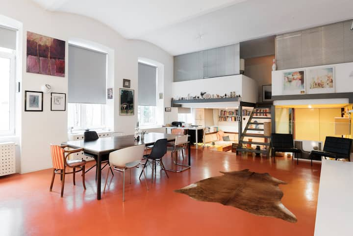 Ninas Home / Chic Loft in the hip 7th District