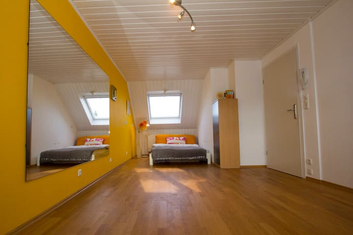 Room with private bathroom - Karlsfeld - Huoneisto