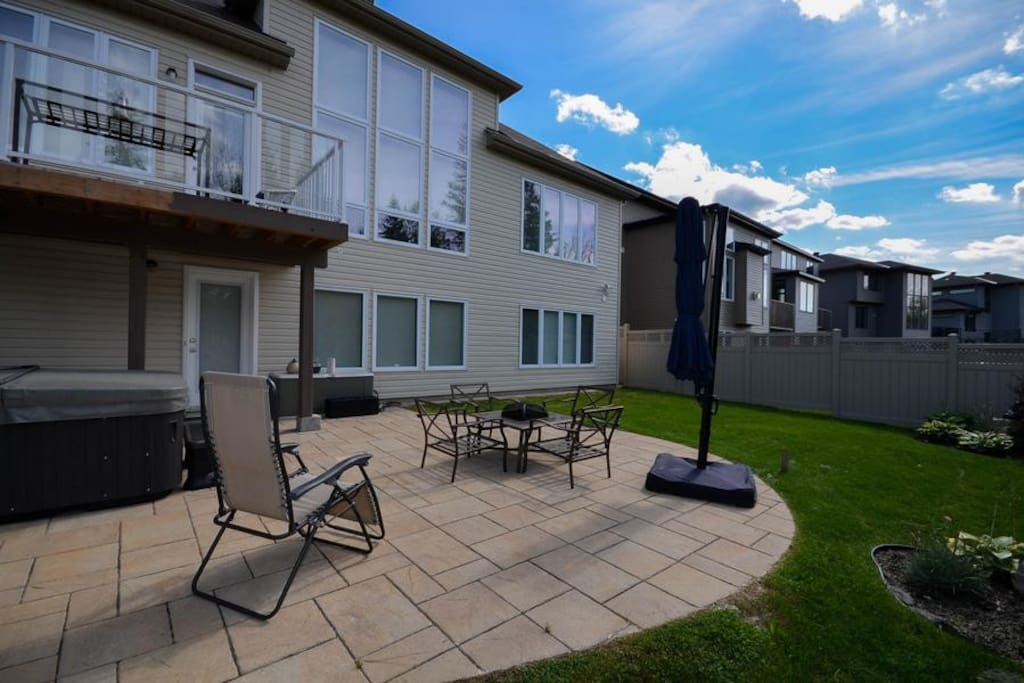 Spacious 1 Bedroom Suite In Walkout Basement Houses For
