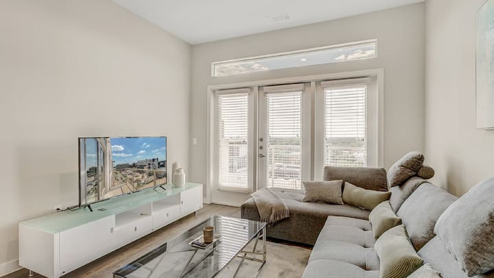 Professionally-cleaned 2BD magnolia lux condo