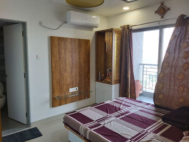 LUXURIOUS PVT AC ROOM 19TH FLOOR WITH FREE BRKFST2
