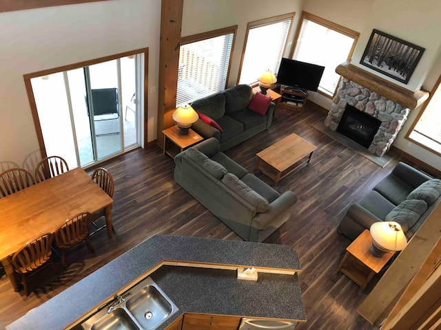 Top of the hill luxury resort - 2 bed loft suite