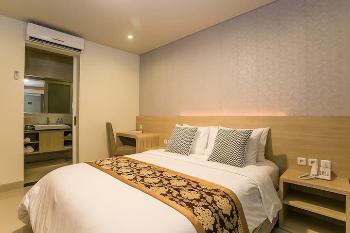 """Maha Laksmi Hotel & Gopal's Cafe """"Pure Vegetarian"""" - South Denpasar - Aamiaismajoitus"""
