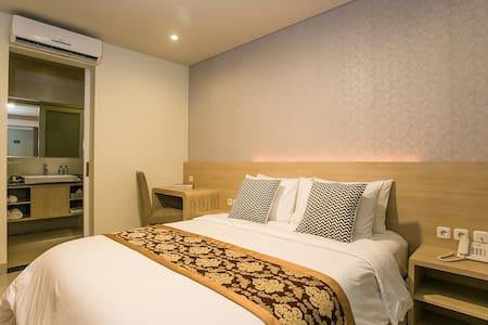 "Maha Laksmi Hotel & Gopal's Cafe ""Pure Vegetarian"" - South Denpasar - Bed & Breakfast"