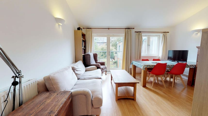 Central Oxford 2 BR Apartment