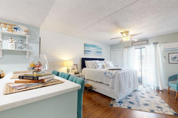 Adorable Beachfront Studio W/ Shared Pool, Private Balcony, & Beach Access!
