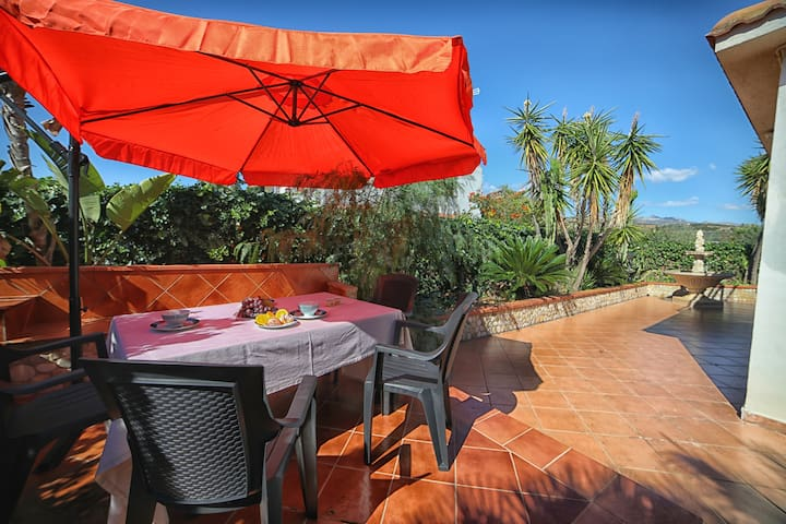 House 500m from the beach! Terrace & Garden!