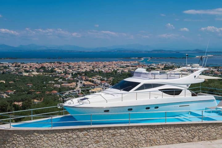 Silencio Luxury Homes,yacht with private pool