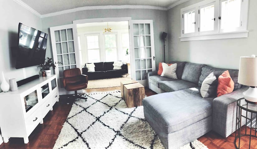 ★ Light & Bright Family Friendly Minneapolis Home