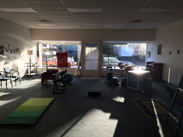 Storefront for interior camping - Portland - Other