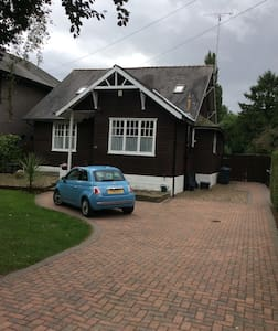 Double room en-suite in detached character house - Hull