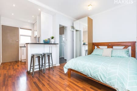 Cozy studio unit in Glenelg East - Apartamento
