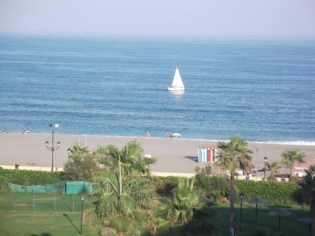 ´´Atico en primera linea de playa - San Luis de Sabinillas - Pis