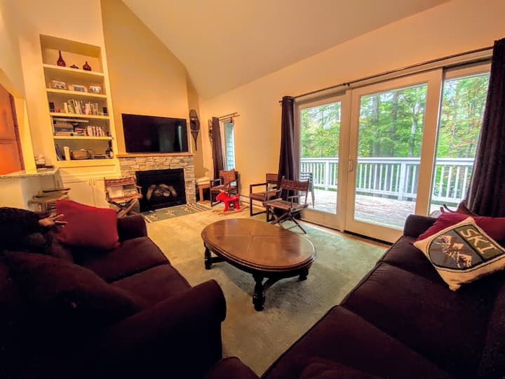 RB14: Lovely Bretton Woods townhome, Updated kitchen, Sauna, WiFi, cable, close to slopes. PROFESSIONALLY MANAGED!