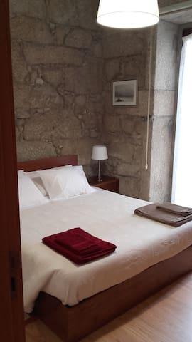 Quarto 1 - cama de casal/Double room