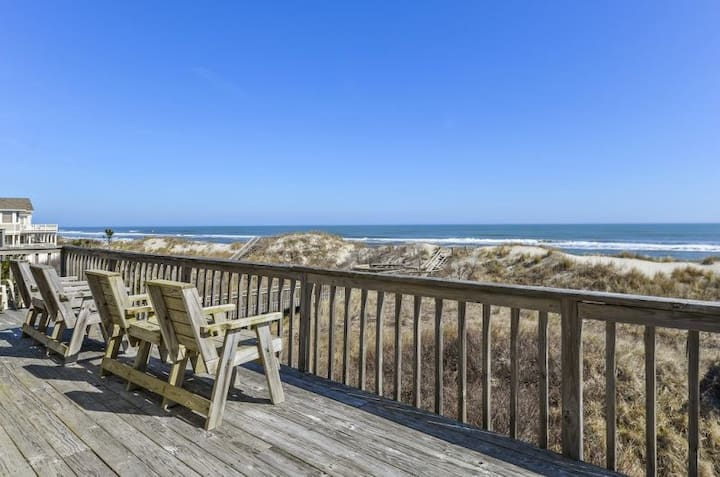 1712 Bannerman's Villa * Oceanfront * Hot Tub