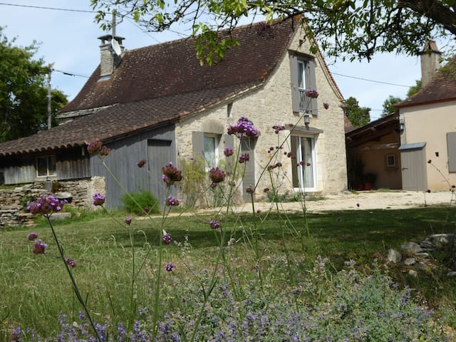Independant house in a typical farmhouse in Quercy