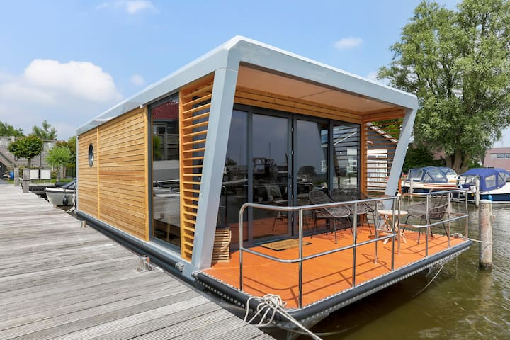 Smûk (Knus): luxe houseboat met geweldig uitzicht