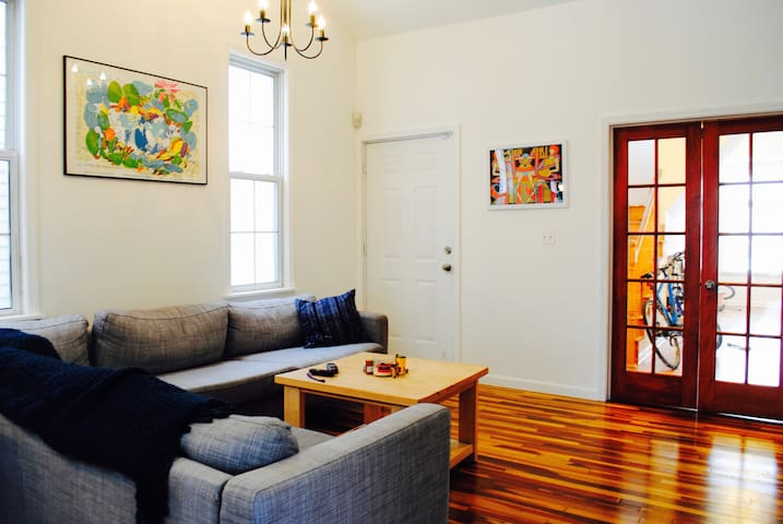 Cozy Room in the Heart of Corktown!!