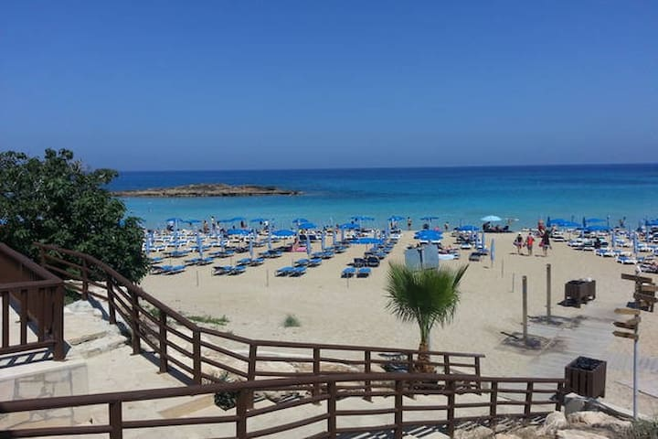 Holiday apartment with swimming pool - Paralimni - Huoneisto