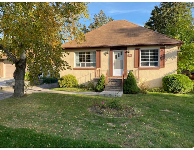 Cozy Private Home In Port Credit, Walk to Lake