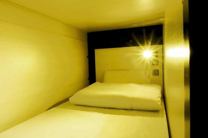 Single Bed in 14-22 pax Mixed Dormitory 混合宿舍房-單人床位