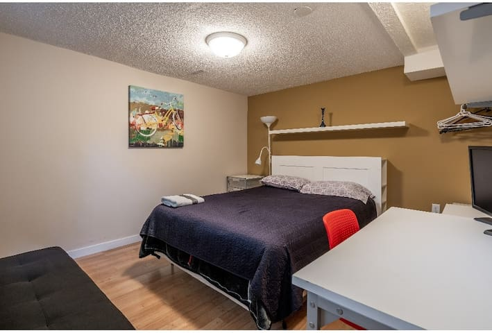 Cozy rooms for rent (short/long term), Room #3