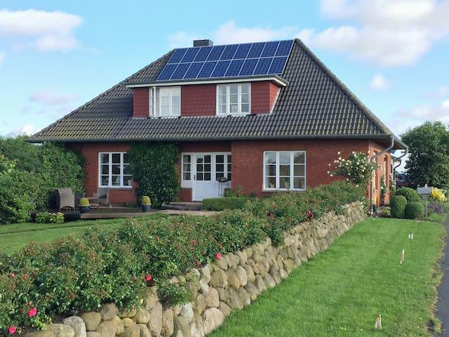 Ferienhaus auf dem Deich - Nordfriesland - Hus