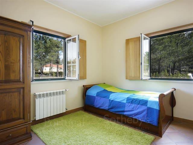 Bedroom 2, two single beds, ground floor