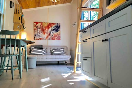 Tiny House in private wooded setting