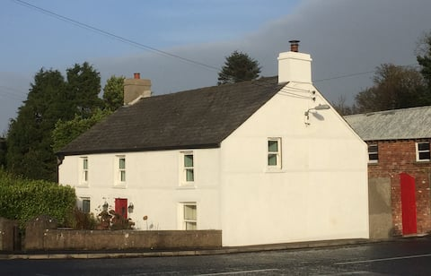 Corner Cottage 1 mile from Ballygally and Coast Rd