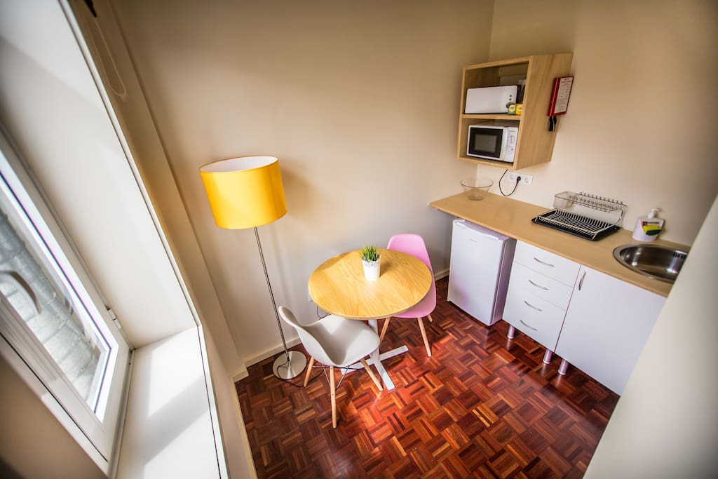 Kitchenette and dinner table