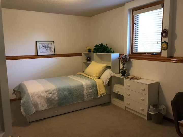 Fresh single bedroom prime location