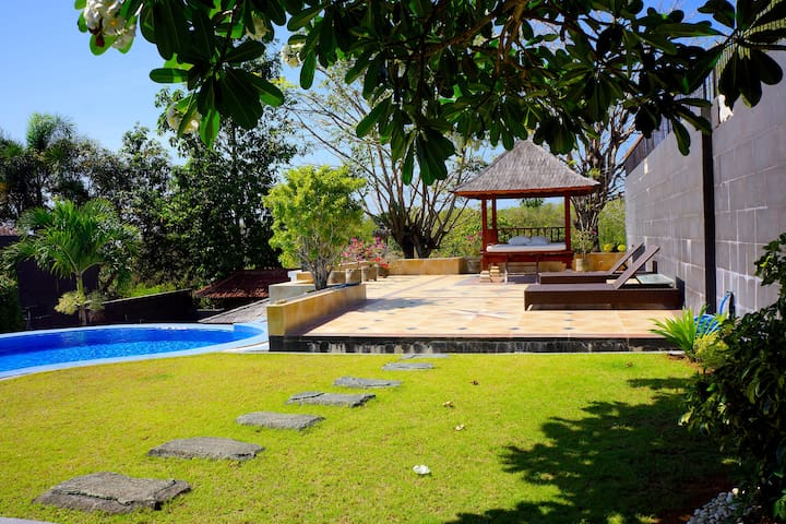 Spacious Outdoor Area with Private Pool, Gazebo and BBQ