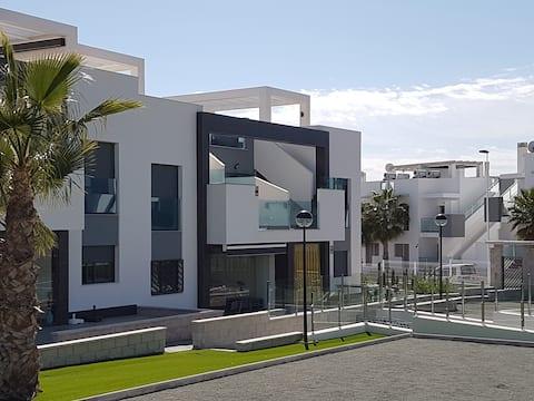 Oasis Beach IX stunning new apartment