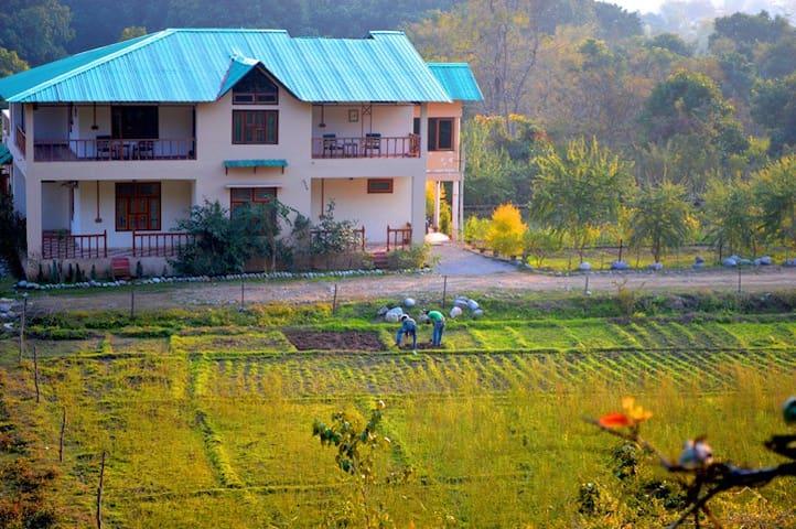 The Ranger's Lodge, Corbett Tiger Reserve - Uttarakhand - Aamiaismajoitus