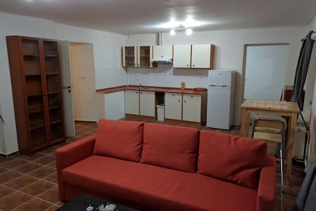 Large 2 room apartment near romantic Prague. - Buštěhrad - Leilighet