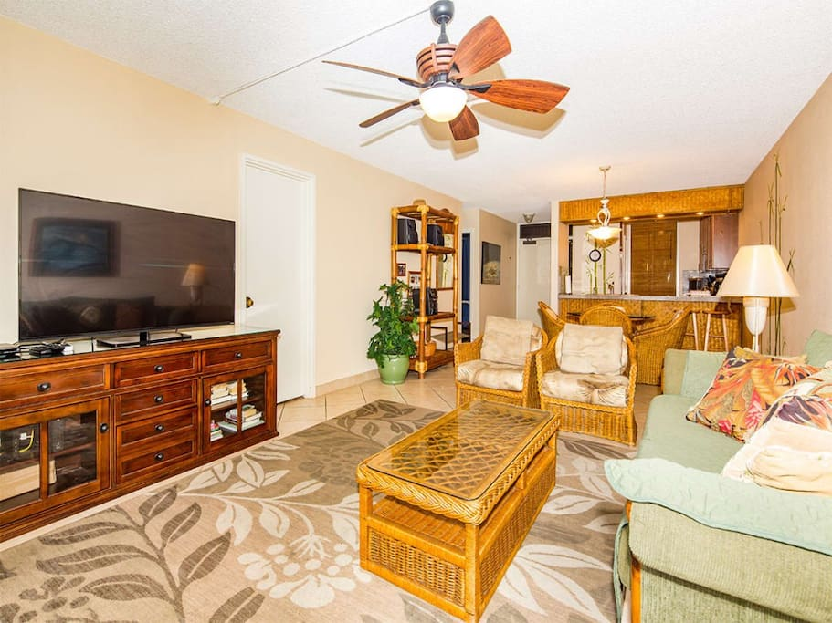 kamaole-sands-2br-st-9105-living-room-03.jpg
