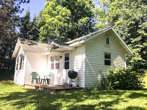 Charming Cottage on Wilson Lake